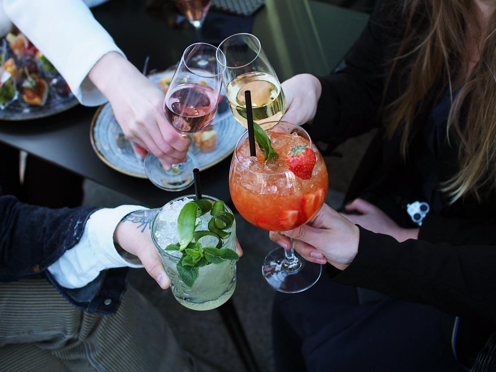 hyviä drinkkejä baarissa